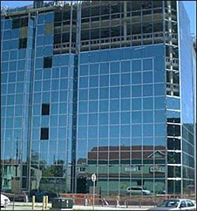 muro-cortina-con-montantes-y-travesanos-aluminio-y-vidrio-134127.jpg