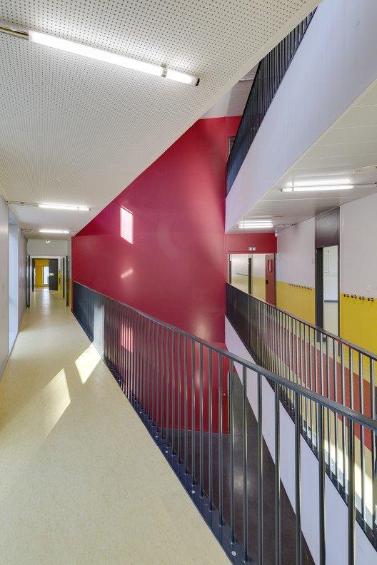 Colegio sostenible interior