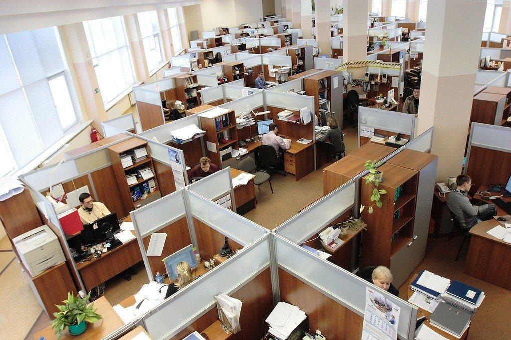 Interior de un edificio, hábitat del ser humano. Oficina