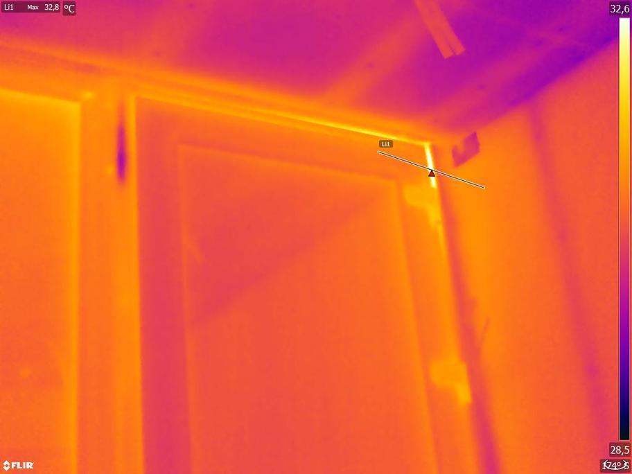 Termografía de vetnana durante un ensayo de blower door sin infiltraciones