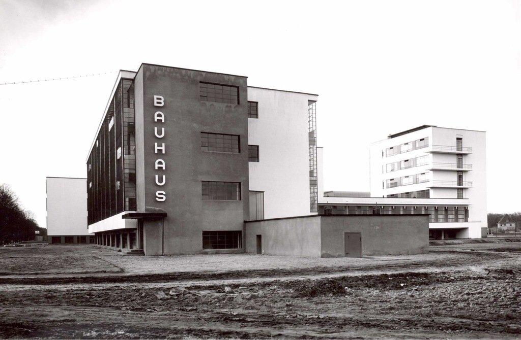 Fotografía de u edificio Bauhaus de Mohoky
