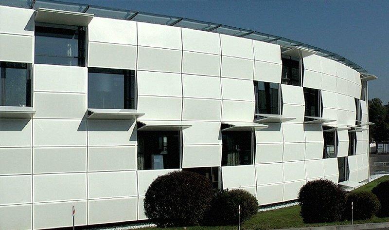 Paneles de fachada móvil para control solar