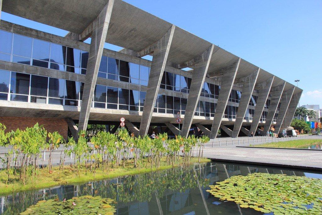 Museo modernista de hormigón en Río de Janeiro