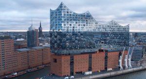 Exterior con los reflejos del acabado de fachada