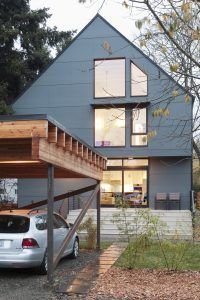 Imagen del exterior, fachada sur con las ventanas