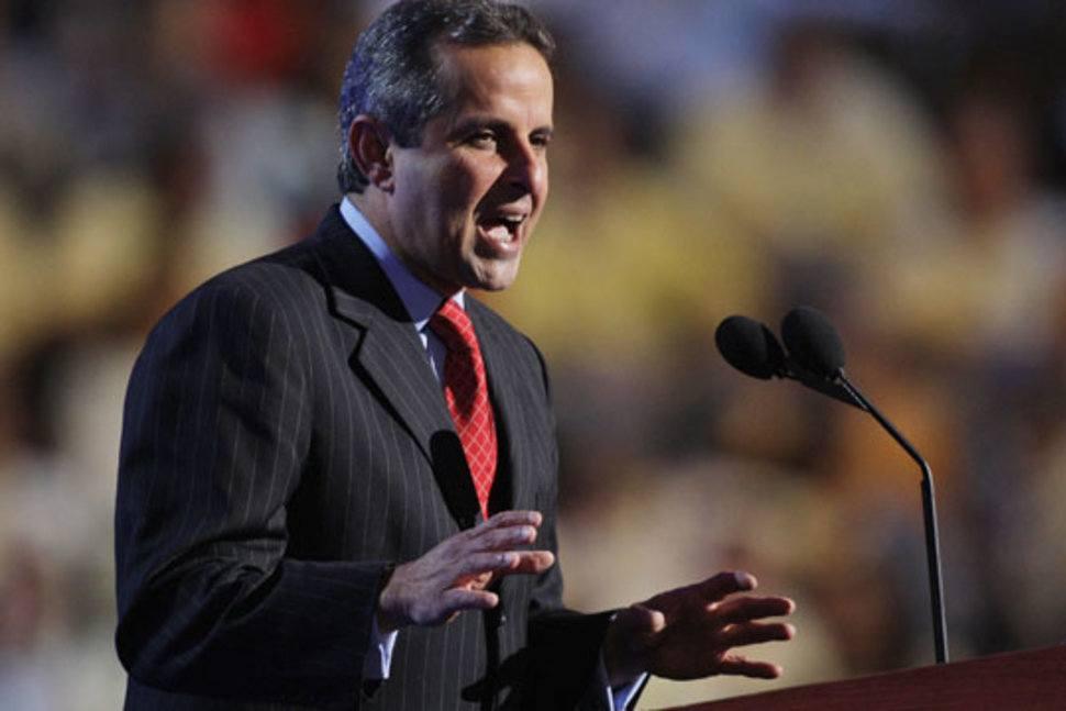 Imagen del alcalde dando un discurso