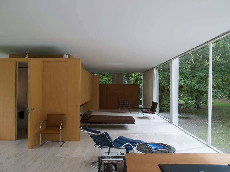 El interior con los muebles modernos
