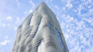 Rascacielos con balcones como bandejas