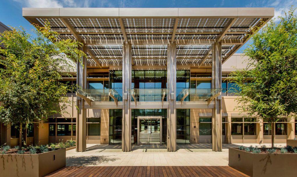 Edificio con lamas de madera