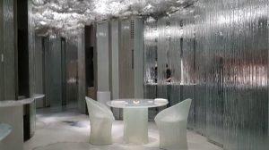 Interior de vidrio y metal