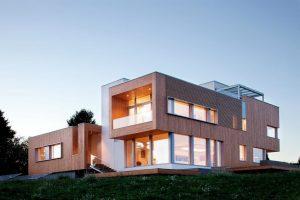 Viviendapasiva de madera y grandes ventanales