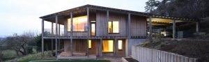 Vivienda pasiva de madera y cubierta a dos aguas