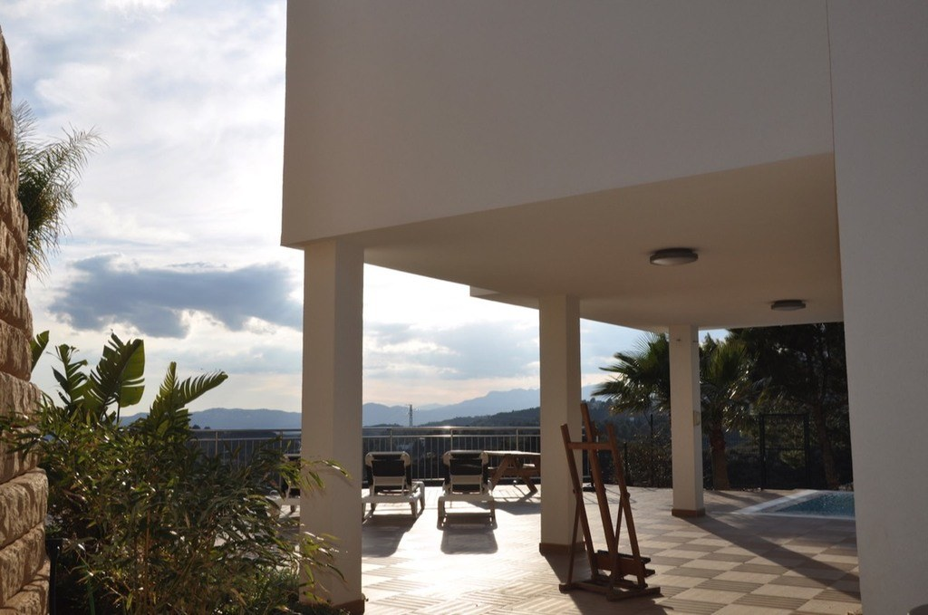 Vista de la terraza con vistas al mar
