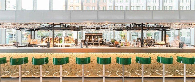Bar moderno de oro y verde