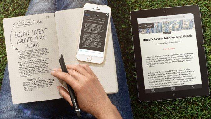 Imagen de dibujos en cuaderno y en la pantalla del móvil a la vez, transcritos a texto digital