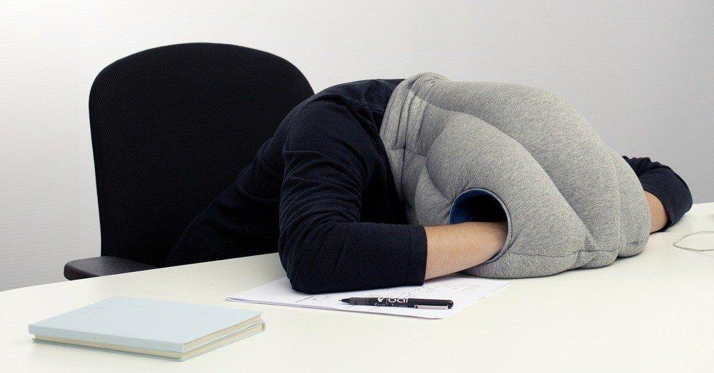 Almohada para cabeza y manos para dormir