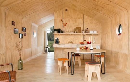Interior casa cartón